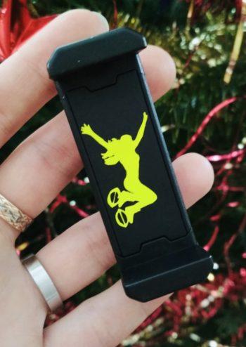 černý držák - žlutá skákačka 2